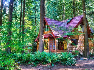 Wild Lily - Magical Riverfront Retreat wit