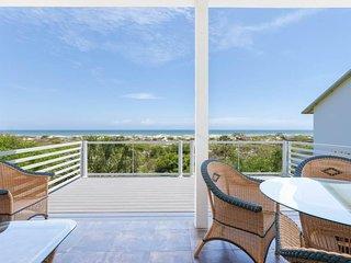 Beach Retreat, 5 Bedrooms, Ocean Front, WiFi, Sleeps 10 - House