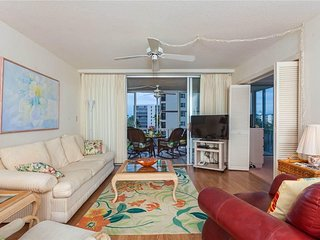 Creciente 415, 2 Bedroom, Gulf Front, Elevator, Heated Pool, Sleeps 4 - Condomin