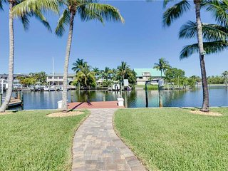 Cutlass Cove, 4 Bedrooms, Canal Front, WiFi, Sleeps 8 - House