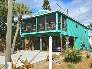 Loggerhead Gulf House, 3 Bedrooms, 2 living rooms & 2 kitchens, Sleeps 8 - House