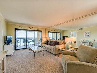 Cascades #503, 3 Bedrooms, Gulf Front, Elevator, Heated Pool, Sleeps 6 - Condomi
