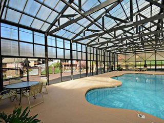 15% off 12/11-12/21 High & Lifted Up-VIEWS- 1 mile to Dollywood-Indoor Pool-Hot