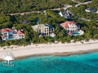 Villa Tamarind 6 Equal Master Suites on Grace Bay Beach walkable to marina