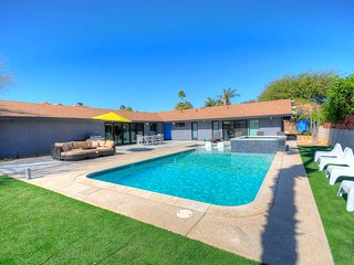 Private Oasis: 7bd/5ba Remodeled Mid-Century+Pool