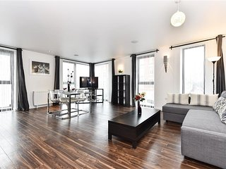 2BR 1BA Apartment with Lift 107074
