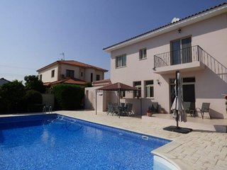 Luxurious 4 bedroom villa with private pool, large garden and wifi