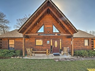 NEW! 3BR Cabin w/ Hot Tub - 15 Mins to Branson!