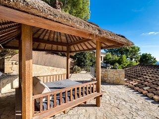 Bendinat, 4 bedroom detatched Villa, with private pool. Close to Puerto Portals