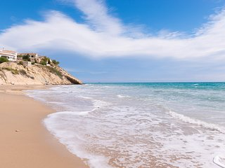 Beach House, El Campello Sleeps 6