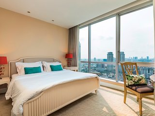 SERVICED 2 BED PANORAMIC SKY VILLA WITH VIEW, POOL AND BTS