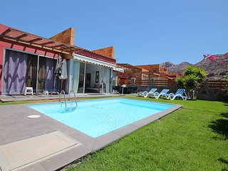 Amazing villa with private pool. Close to the beach.