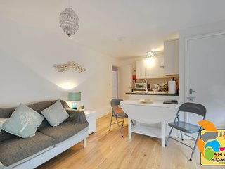 A beautiful two bedroom, beach bolthole close to sandy beaches of Bournemouth