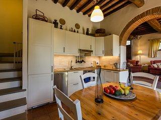 CASA di ADRIENNE, apartamento para 4 personas, precioso jardín privado