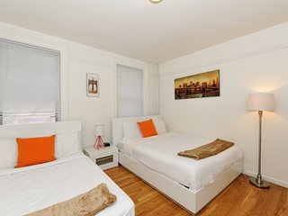 Stay near 5th Ave, Apple Store, Central Park in this cozy Lenox Hill apartment!