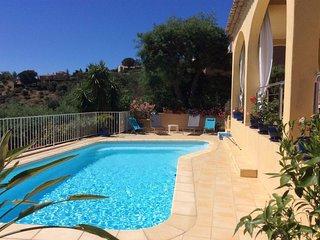 Proche du vieux village Villa de 2 a 6 personnes avec piscine privee