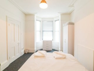 (DR1) Darlington House, Comfy, Central, Newly Refurbished