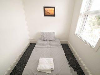 (DR4) Darlington, Comfy, Central, Newly Refurbished