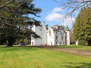 153B - Highland Castle + Cottage