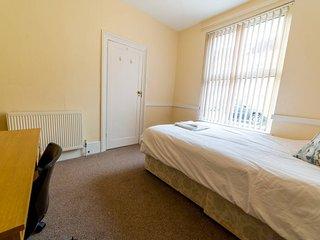 (TR1) Comfy Room in Central Southsea. (TR1)