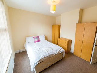 (TR4) Comfy Room in Central Southsea