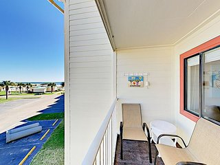 Updated Gulf Shores Plantation 2BR w/ Beach View, Multiple Pools & Hot Tubs