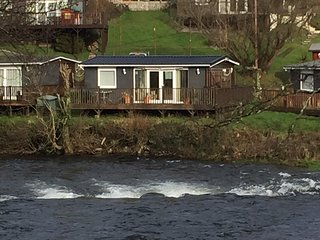 Detached chalet overlooking the River