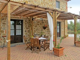 2 bedroom Villa in Vitolini, Tuscany, Italy : ref 5446920