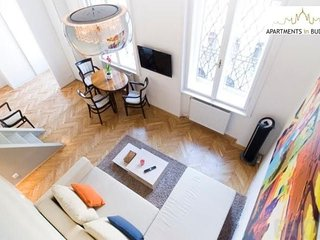 In the center of Budapest with Internet, Air conditioning, Lift, Washing machine