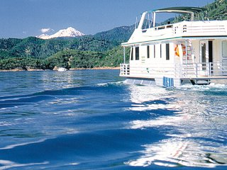 Mirage I Houseboat on Shasta Lake
