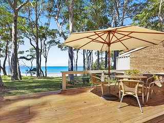 10/2C Graydon Avenue Luxury on the Beach at Denhams