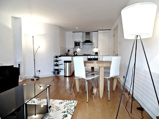 Apartment 1.2 km from the center of London with Internet, Lift, Washing machine