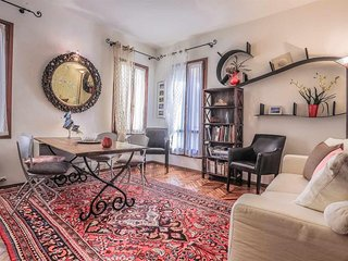 In the center of Venice with Internet, Air conditioning, Parking, Washing machin
