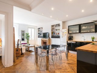 Apartment 463 m from the center of Lyon with Internet, Lift, Balcony, Washing ma