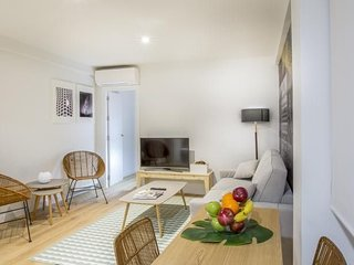 Building 482 m from the center of Madrid with Internet, Air conditioning, Lift,