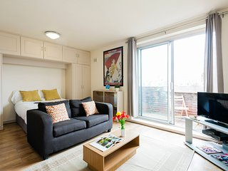 In London with Internet, Lift, Terrace, Balcony (699597)