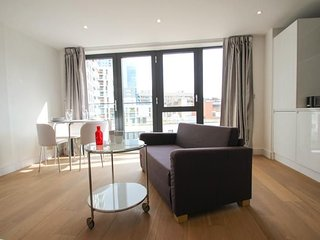 Studio apartment in London with Internet, Air conditioning, Lift, Washing machin