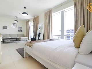 Apartment 970 m from the center of Dubai with Internet, Pool, Air conditioning,