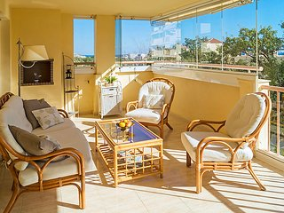 2 bedroom Apartment with Pool and Walk to Beach & Shops - 5037487