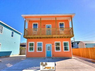4/4.5 Fabulous home! Walk to the beach! Palapa! Community Pool! In town!