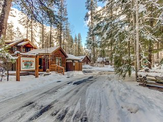 Riverfront Metolius River Resort cabin  - walk to the water in minutes!