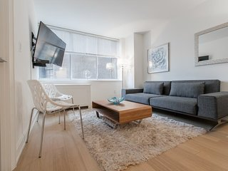 Luxurious 2 Bed 2 Bath with East River View