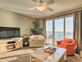 Panama City Beachfront Condo w/Balcony & Pool!