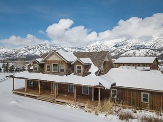 Location! Alpine Airpark - Palisades - Mountains! Sleeps 14 - Free WiFi...