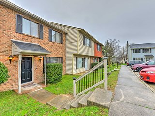 Durham Townhome w/Deck - 15 Min to Downtown, DPAC!