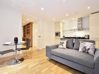 Apartment 1.1 km from the center of London with Internet, Lift, Washing machine