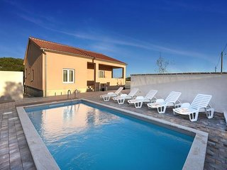 Guest   house  ZARA with  POOL