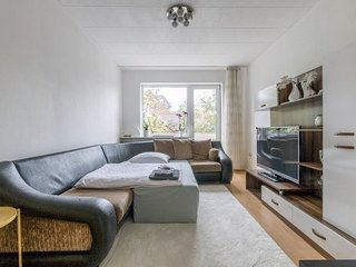 Apartment 1000 m from the center of Hanover with Internet, Parking, Balcony, Was