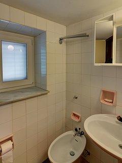H(2+2): toilet
