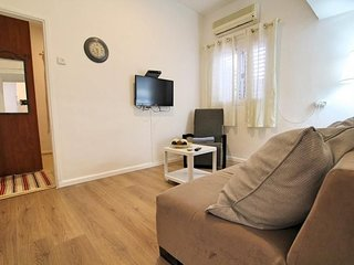 Apartment in Tel Aviv-Yafo with Internet, Air conditioning, Washing machine (700